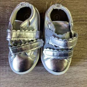 Cat & Jack silver shoes |  toddler 5 | LN
